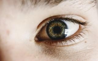 Чем лечить конъюнктивит у детей: защита от красных глазок