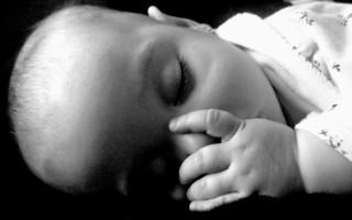 Насморк у ребенка до года: причины и способы его лечения