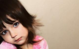Почему возникают синяки под глазами ребенка и как от них избавиться